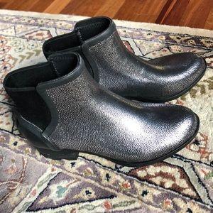 NWT (8) Janey Chelsea Black Silver Rain Boot